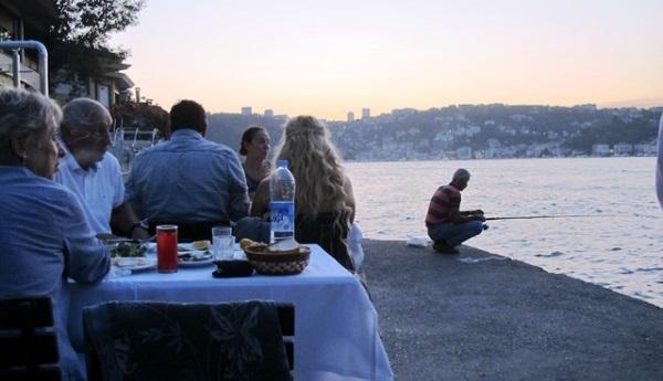 Кафе Сунан с видом на Босфор