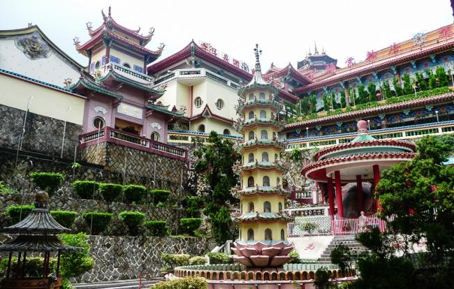 Дворец Кек Лок Си или место 10.000 Будд